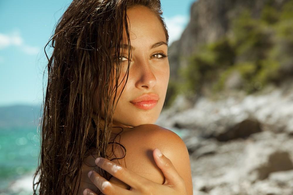 éviter les taches, les rides et la peau sèche au soleil